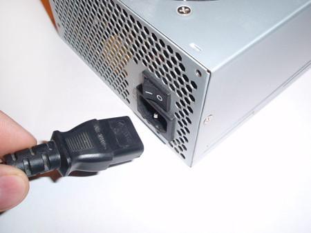 Подсоединение сетевого кабеля к блоку питания. Power connect